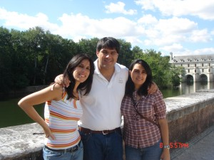 Raul with his sisters
